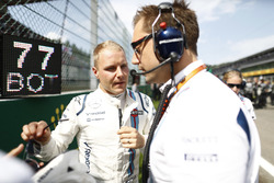 Valtteri Bottas, Williams Martini Racing, con Jonathan Eddolls, Ingeniero de carrera