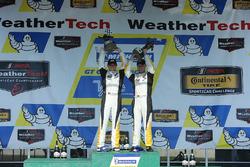 Ganadores de la carrera Antonio Garcia, Jan Magnussen, Corvette Racing
