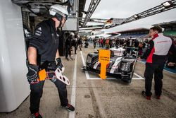 Pit stop practice for #1 Porsche Team Porsche 919 Hybrid