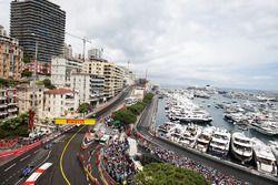 Marcus Ericsson, Sauber C35, devant son coéquipier Felipe Nasr, Sauber C35