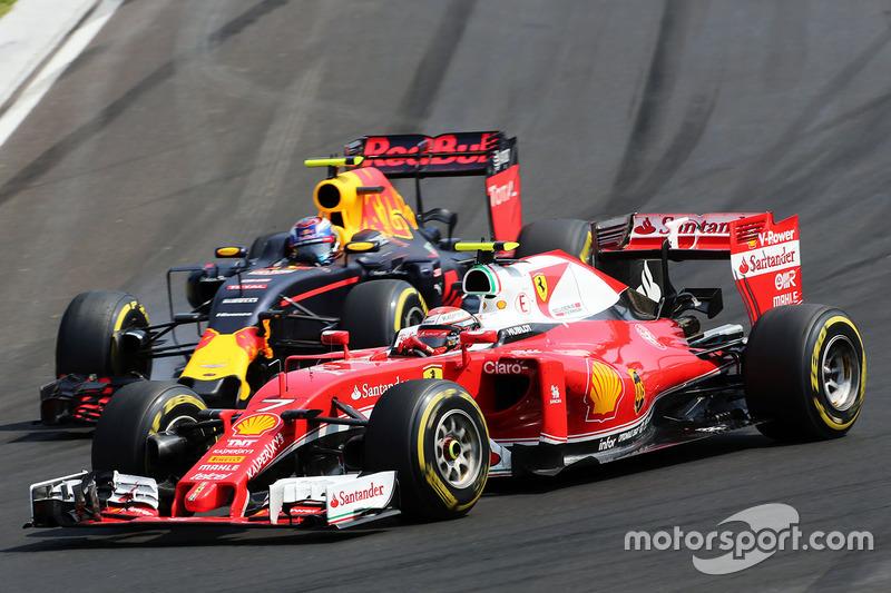 Kimi Raikkonen, Ferrari SF16-H y Max Verstappen, Batalla de Red Bull Racing RB12 por posición
