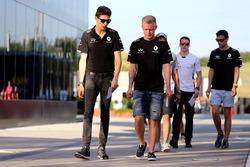 Esteban Ocon, pilote d'essais Renault Sport F1 Team et Kevin Magnussen, Renault Sport F1 Team