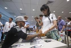 Lewis Hamilton, Mercedes AMG F1 signs autographs