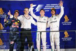 Podio: segundo lugar Daniel Ricciardo, Red Bull Racing; Ganador de la carrera Nico Rosberg, Mercedes