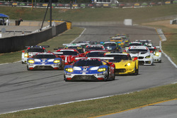 GT-Start: #67 Ford Performance Chip Ganassi Racing, Ford GT: Ryan Briscoe, Richard Westbrook, Scott