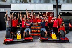 Antonio Giovinazzi, PREMA Racing y Pierre Gasly, PREMA Racing celebra su campeonato con el equipo