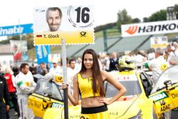 La grid girl di Timo Glock, BMW Team RMG, BMW M4 DTM