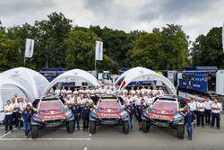 Teamfoto Peugeot Sport : #100 Peugeot: Stéphane Peterhansel, Jean-Paul Cottret; #102 Peugeot: Sébast