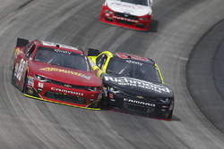 Alex Bowman, JR Motorsports Chevrolet, und Paul Menard, Richard Childress Racing Chevrolet