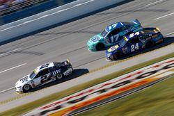 Brad Keselowski, Team Penske Ford, Ricky Stenhouse Jr., Roush Fenway Racing Ford, Chase Elliott, Hendrick Motorsports Chevrolet