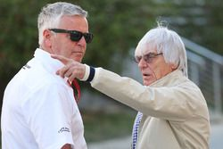 Bernie Ecclestone et Derek Warwick