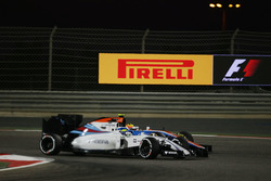 Felipe Massa, Williams FW38 and Rio Haryanto, Manor Racing MRT05