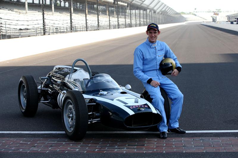 Matt Brabham mit dem 1961er Cooper-Climax T54 seines Großvaters Sir Jack Brabham