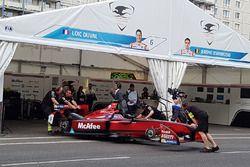 L'atmosphère dans le garage Dragon Racing