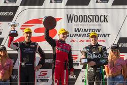 Podium: Sieger Tim Slade, Brad Jones Racing Holden, 2. Mark Winterbottom, Prodrive Racing Australia