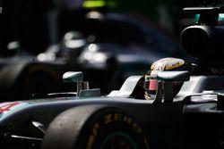 Lewis Hamilton, Mercedes AMG F1 W07 Hybrid et Nico Rosberg, Mercedes AMG F1 W07 Hybrid sur la grille