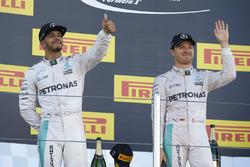 Podium : le vainqueur Nico Rosberg, Mercedes AMG F1 Team, le deuxième, Lewis Hamilton, Mercedes AMG F1 Team