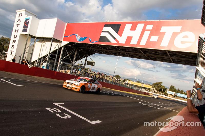 Race winners Nathan Morcom, Chaz Mostert, BMW 335i E92