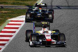 Luca Ghiotto, Trident leads Sergio Canamasas, Status Grand Prix