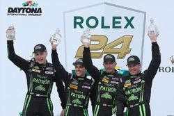 Победители - Скотт Шарп, Эд Браун, Пипо Дерани, ESM Racing празднуют