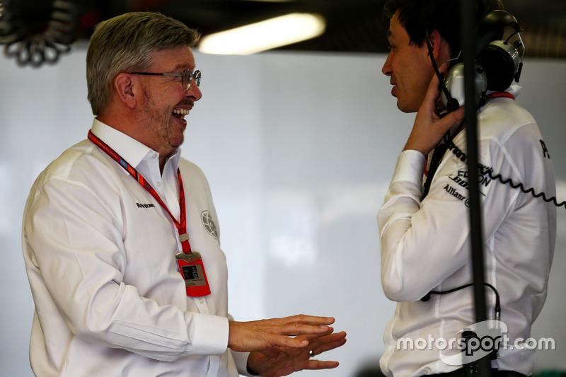 Ross Brawn, director ejecutivo con Toto Wolff, Mercedes AMG F1 W08