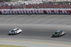 Brad Keselowski, Team Penske Ford, Dale Earnhardt Jr., Hendrick Motorsports Chevrolet