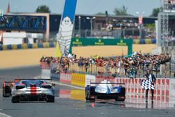 Checkered flag for #31 Vaillante Rebellion Racing Oreca 07 Gibson: Julien Canal, Bruno Senna, Nicola