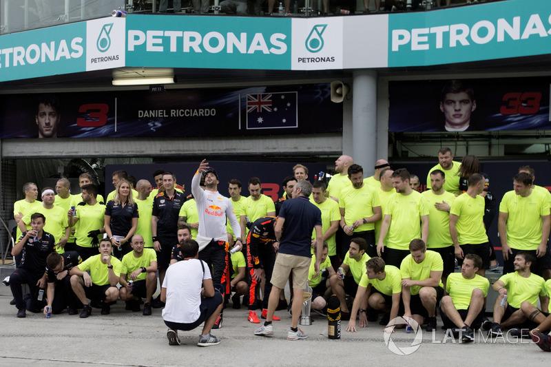 Daniel Ricciardo, Red Bull Racing and race winner Max Verstappen, Red Bull Racing celebrate with team