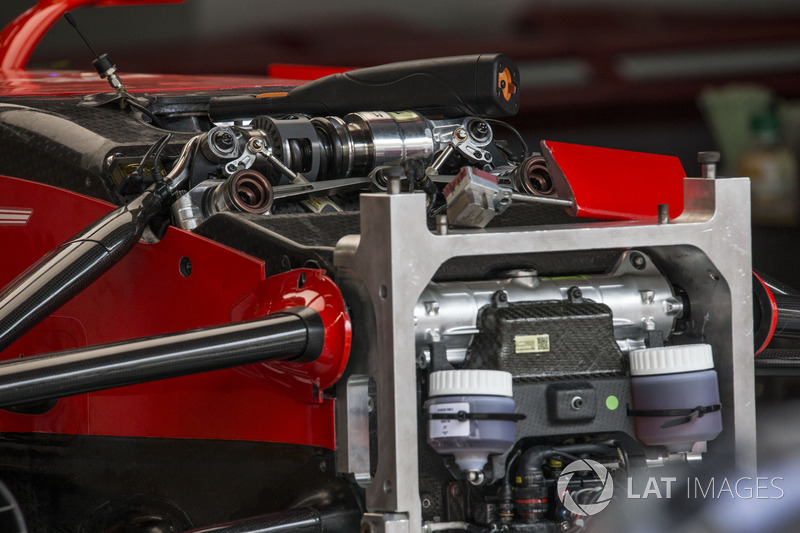 """تفاصيل نظام التعليق الأمامي لسيارة فيراري """"اس.اف70اتش"""""""
