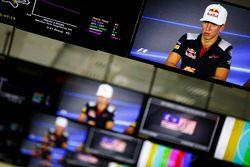 Pierre Gasly, Scuderia Toro Rosso, en los monitores del centro de medios