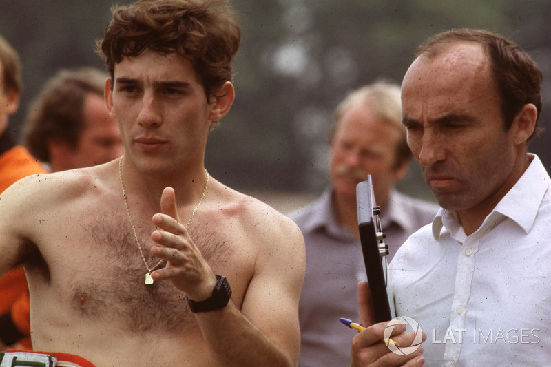 Ayrton Senna discute de son premier run dans la Williams FW08C avec Frank Williams