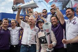 Sir Richard Branson and Sam Bird, DS Virgin Racing, celerate with the team
