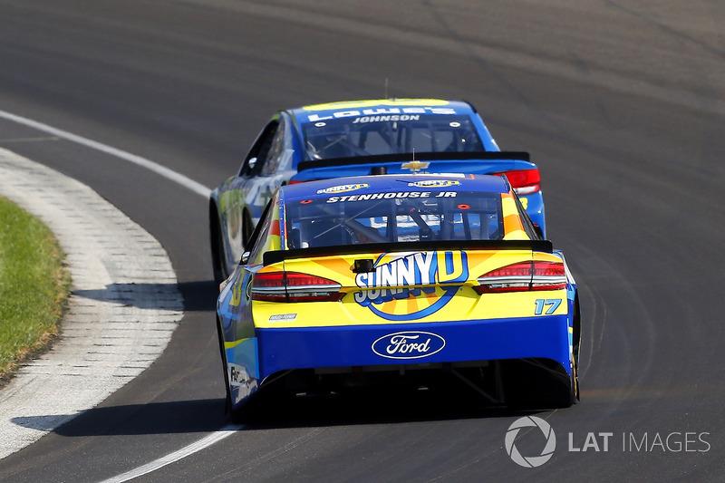 Ricky Stenhouse Jr., Roush Fenway Racing Ford, Jimmie Johnson, Hendrick Motorsports Chevrolet