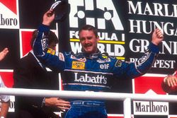 Podium : le second Nigel Mansell, Williams Renault fête son titre mondial