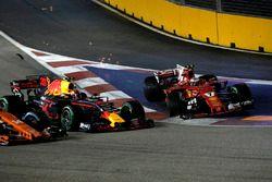 Crash: Max Verstappen, Red Bull Racing RB13, Kimi Raikkonen, Ferrari SF70H
