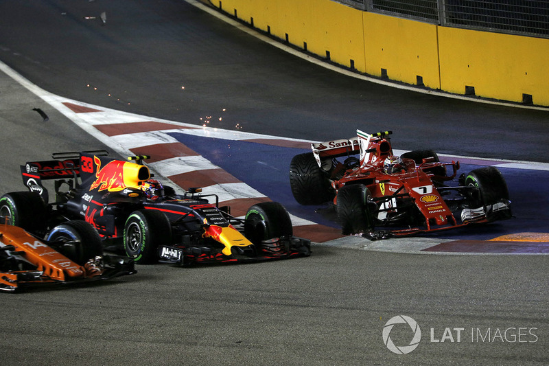L'incidente tra Max Verstappen, Red Bull Racing RB13 e Kimi Raikkonen, Ferrari SF70H alla partenza della gara