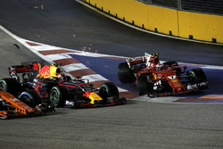 Crash: Max Verstappen, Red Bull Racing RB13, Kimi Raikkonen, Ferrari SF70H