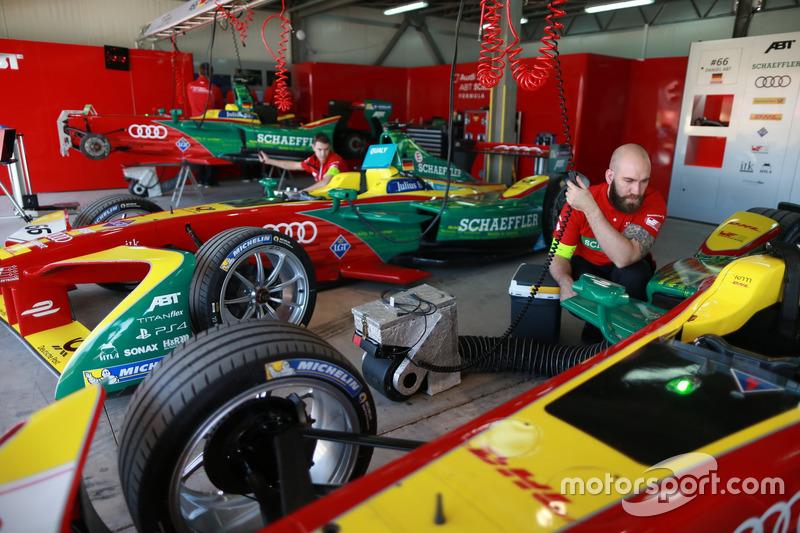 Garage de l'équipe ABT Schaeffler Audi Sport