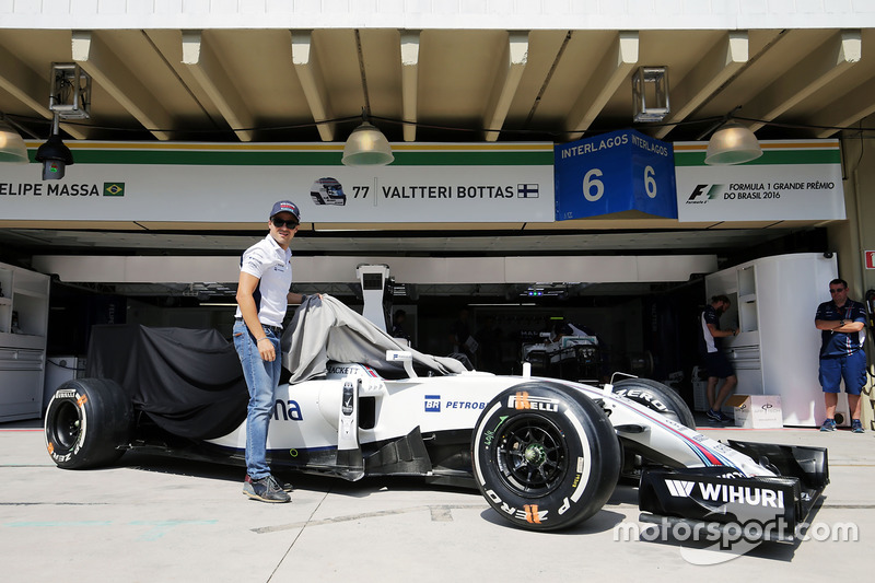 Felipe Massa, Williams FW38 con una decoración especial en el Williams FW38 por su retirada de la F1