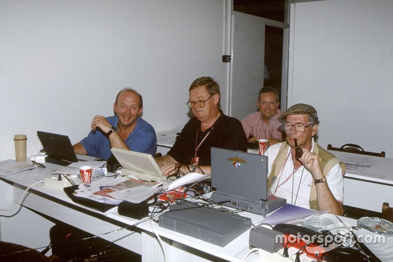 Nigel Roebuck, Alan Henry, Tony Dodgins y Jabby Crombac durol trabajo en la sala de prensa