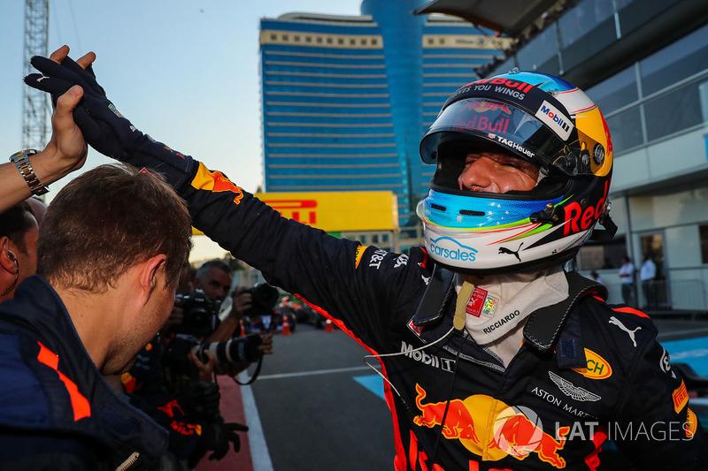 """Daniel Ricciardo, vencedor da prova em Baku, fez críticas a Vettel: """"Seb às vezes não pensa antes de agir. Provavelmente está impulsionado pela paixão e pela fome. Ele meio que apenas tem que colocar uma tampa sobre isso às vezes."""""""