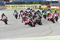 Départ : Chaz Davies, Ducati Team mène