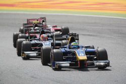 Oliver Rowland, DAMS leading Luca Ghiotto, RUSSIAN TIME