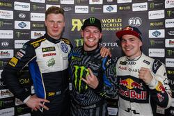 Победитель гонки Андреас Баккеруд, Hoonigan Racing Division, Йохан Кристофферссон, Volkswagen Team Sweden, - второе место, Томас Хейккинен, EKS RX, - третий