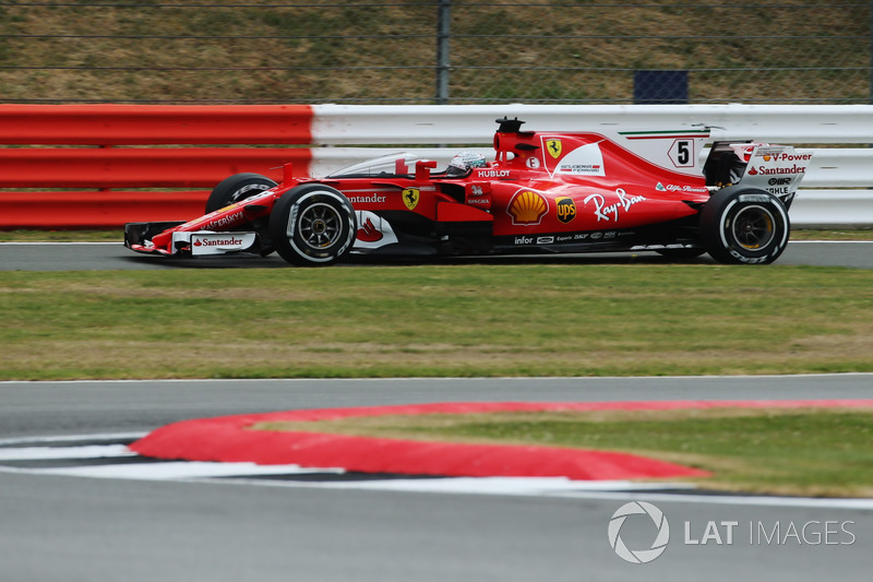 Sebastian Vettel, Ferrari SF70H, con il dispositivo shield installato sulla monoposto
