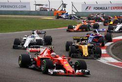 Kimi Raikkonen, Ferrari SF70H, leads Nico Hulkenberg, Renault Sport F1 Team RS17, Felipe Massa, Williams FW40, Daniil Kvyat, Scuderia Toro Rosso STR12