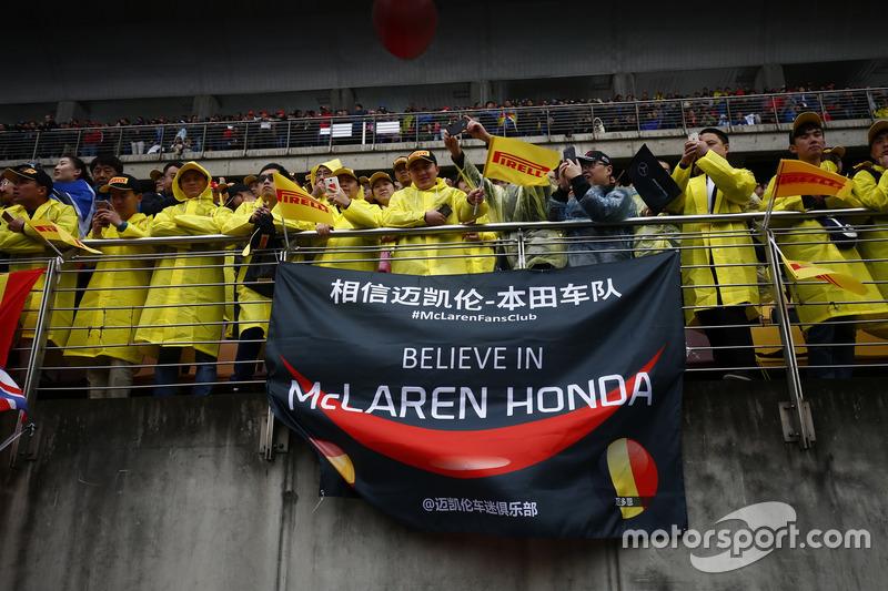 Fans von McLaren Honda auf den Tribünen