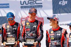 Les vainqueurs Thierry Neuville, Nicolas Gilsoul, le troisième Dani Sordo, Hyundai Motorsport