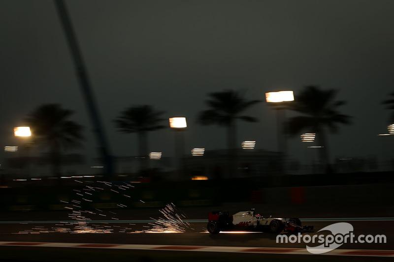 Esteban Gutierrez, Haas F1 Team VF-16 sacando chispas
