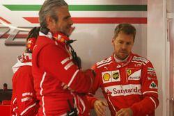 Maurizio Arrivabene, Teamchef, Ferrari; Sebastian Vettel, Ferrari